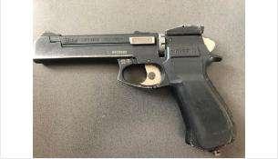 При обысках у членов банды нашли пистолет