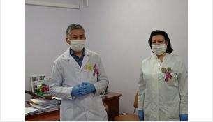 Начмед БЦГБ Марат Зарипов и главврач БЦГБ Алла Дробинская получали для больницы помощь благотворителей