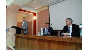 Руководители области встретились с трудовым коллективом Новосибирского механического завода «Искра»