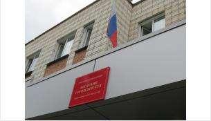 Из-за сообщения о минировании экстренно эвакуируют суд в Бердске