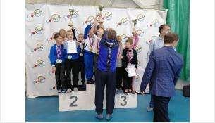 Кубок за первое место получили пловцы из Бердска в областных соревнованиях