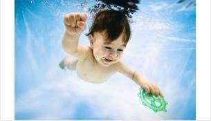 В центре грудничкового плавания могут заниматься дети от 1 месяца до 1,5 лет