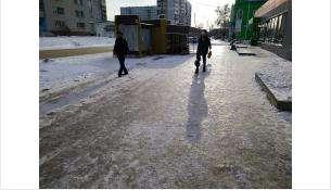 На улицах Бердска сильная гололедица