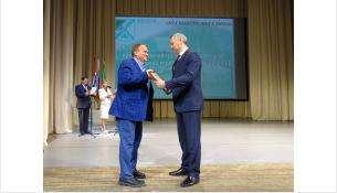 За социальную ответственность бизнеса в 2020 году губернатор Андрей Травников наградил Виктора Голубева