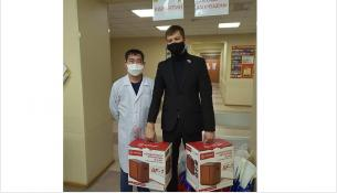 Маслянинские медики получили два кислородных концентратора, семь пульсоксиметров и 1000 защитных масок