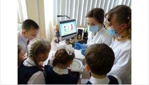 Занимательный урок в 4 классе провели ученики медицинского класса в Бердске