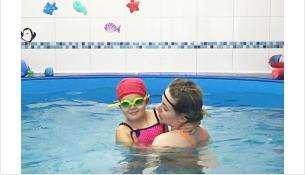 В бассейне предусмотрены индивидуальные занятия для детей с инструктором