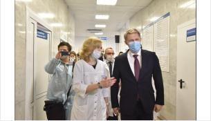 Михаилу Мурашко показали, как организована вакцинация от COVID-19