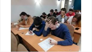 Пишут Тотальный диктант в Бердске