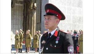 У Мемориала Славы в почётном карауле стояли кадеты и участники военно-патриотических клубов