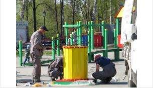 Детская площадка в парке Бердска еще опасна