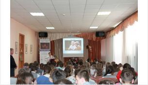 Школьников знакомят с яркой палитре народов, живущих в России