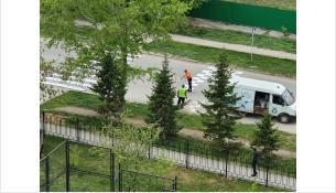 Дорожную разметку наносят на ул. Попова
