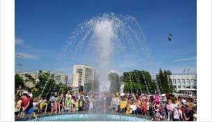 """Бердск не изобилует фонтанами. В городе их всего два. Второй - у ДК """"Родина"""""""
