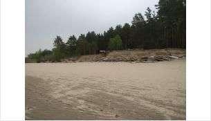 Пока пляжи не так востребованы. Но скоро будет жаркая погода, и люди массово ринутся к воде