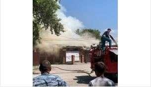 Огонь быстро добрался до крыши