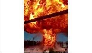 Огненный гриб поднялся во время взрыва