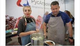 Кулинарный баттл - команды готовили пельмени