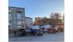Лобовое ДТП произошло в центре Искитима – столкнулись «KIA» и «Патриот»