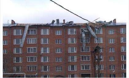 Жительницу Бердска придавило куском железа, сорванным штормовым ветром с крыши
