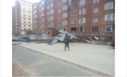 Ураганный ветер в Новосибирской области повредил 10 строений