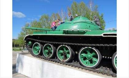 Установили крышки на танк в Бердске (фото)