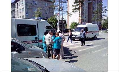"""Три беременные женщины находились в """"скорой"""", попавшей в ДТП в Бердске"""