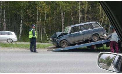 Пожилой водитель ВАЗ-2104 врезался в столб
