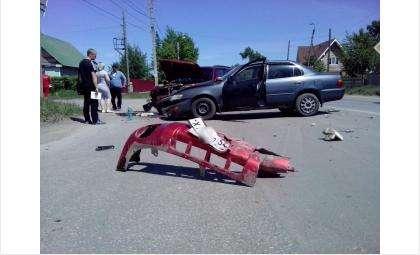 Автомобили столкнулись на перекрестке
