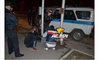 Четверо арестантов, находившиеся в автозаке, в котором погиб полицейский, не пострадали