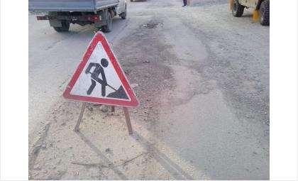 Объезжая дорожный провал в Бердске столкнулись автомобили