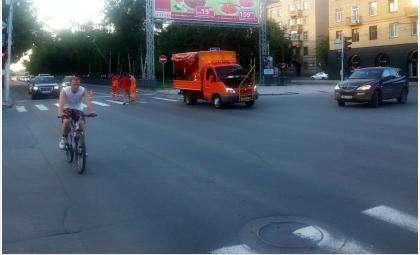Не только в Бердске, но и в Новосибирске в эти дни на дороги наносят разметку