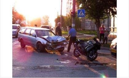 """17-летний мотоциклист пострадал из-за того, что водитель автомобиля """"Ниссан"""" не предоставил ему преимущество в движении"""
