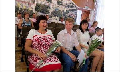 Владимир и Лариса Миллер получили единую денежную выплату в сумме 1,3 млн рублей на улучшение жилищных условий