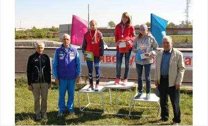 Победители соревнований с тренерами и депутатом Заксобрания НСО Борисом Прилепским