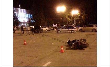 Мотоциклиста сбили на площади под окнами мэрии Бердска