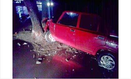 Угнавшие ВАЗ-2105 в Бердске врезались в дерево и покинули место ДТП