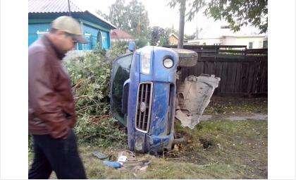 Двое детей находились в салоне автомобиля, которым управляла женщина
