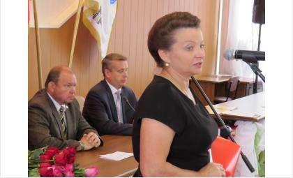 Одно из последних публичных выступлений Любови Устюжаниной на должности вице-мэра по строительству было в канун Дня строителя, когда она чествовала местных застройщиков