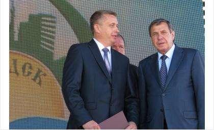 Владимир Городецкий (на фото справа)