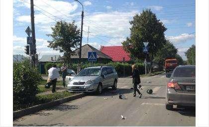 В ДТП на перекрестке пострадал водитель мокика