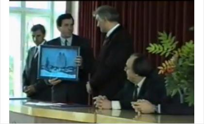 18 лет назад Городецкий подарил Бердску картину (видео)