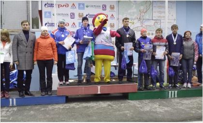 На награждении: слева от куклы - Николай Калинин, справа - Семен Пугачев