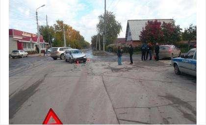 Молодой водитель Тойоты допустил ДТП и сам пострадал