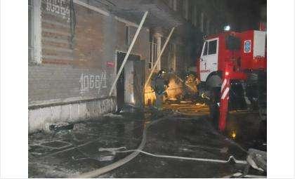 Пожар в общежитии на ул. Военная в Новосибирске. Фото ГУ МЧС