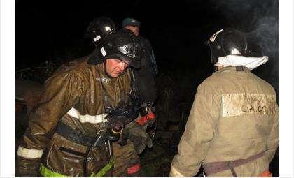 Несколько часов пожарные Бердска боролись с огнем в частном доме на ул. Пушкина, 23