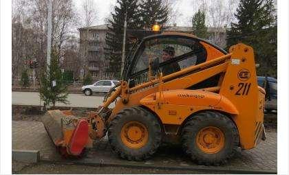 В Бердске в этом году чистят не только дороги, но и тротуары