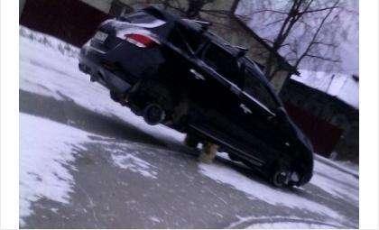 Фотофакт: Разули автомобиль