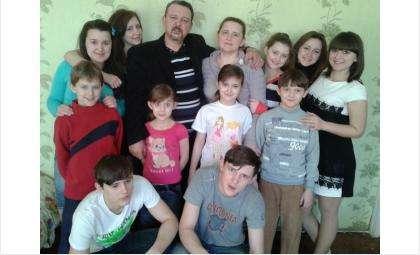 Многодетная семья, беженцы с Донбаса просят о помощи.