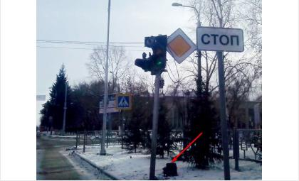 Разгромлен светофор на перекрестке Ленина и Первомайская